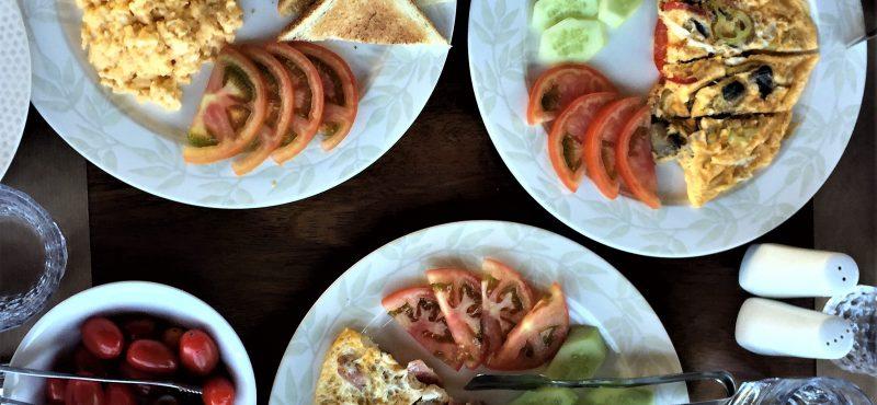 Πρωινό της παρέας στο Ayia Marina Suites με προϊόντα της αθωνικής γης!