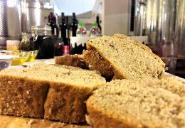 Ψωμί από ΟινοΛάσπη: το δοκιμάσαμε, μείναμε έκπληκτοι και σας το προτείνουμε!