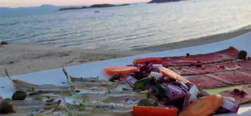 Τραπέζι στην αθωνική θάλασσα…